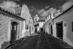 Monsaraz/mirador del Gudiana (Lucas Gutiérrez) Tags: monsaraz blancoynegro alentejo iglesia de santa maría