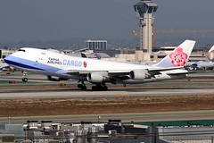 China Airlines   Boeing 747-400F   B-18717   Los Angeles International (Dennis HKG) Tags: aircraft airplane airport plane skyteam planespotting canon 7d 100400 losangeles klax lax cargo freighter chinaairlines dynasty taiwan cal ci boeing 747 747400 boeing747 boeing747400 747400f boeing747400f b18717