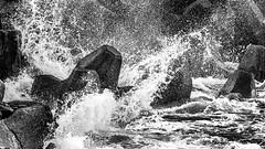 Splash!!! (Cyclase) Tags: outside blackandwhite monochrome splashing wasser water motion bewegung draussen ocean ozean fels rock wave welle power kraft nature natur sea see meer
