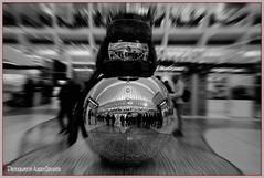 ADORNO NAVIDEÑO.  CHRISTMAS ORNAMENT. NEW YORK CITY. (Alberto Cervantes Photography.) Tags: christmasornament adornosnavideño navideño adornos ornament christmas motionblur motion blur blender blureffect efectoblur efecto effect flasheffect efectodestello destello flash muñeco doll indoor outdoor retrato portrait muñecodenieve snowman snow nieve reflejo reflection photoart art creative photoborder streetphotography photography luz light color colores colors brillo bright brightcolors superbw blackwhite bw people arquitectura architecture monochrome usa nyc manhattan lowermanhattan lower city wtc