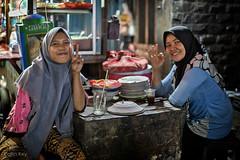 V (Collin Key) Tags: girls hijab foodstall jakarta nightshot indonesia restaurant street zentraljakarta indonesien