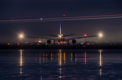 united airlines flight 1670 holds for departure to honolulu (pbo31) Tags: sanfrancisco california night dark december 2019 nikon d810 boury pbo31 black color city lightstream traffic motion sanfranciscointernational sfo airport aviation airlines united boeing 777 departure runway reflection travel plane burlingame sanmateocounty takeoff