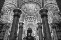 Catedral monocromática, (EDU S.G.) Tags: church catedral cathedral capilla chapel jaen andalusia andalucia españa spain interior architecture archs art cupula dome blancoynegro blackandwhite nikon d700 famousplace medieval ancient old arquitectura building travel