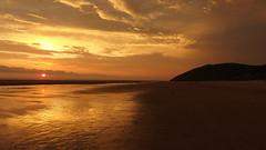 goizeko argia (Sakandarra) Tags: noja cantabria playa arena mar amanecer sol