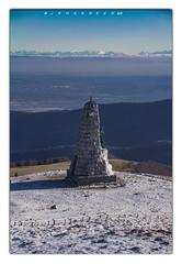 Admirer les Alpes... (jamesreed68) Tags: monument diablesbleus histoire historique 152 grandballon alsace hautrhin alpes alps bernoise nature paysage vosges sommet france canon60d grandest