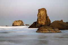 First Light (Gary Grossman) Tags: bandon oregon landscape seascape ocean pacific northwest fall autumn coast garygrossman garygrossmanphotography seastacks outcroppings facerock landscapephotography oregonisbeautiful shore scenic scenicbeauty beautyinnature