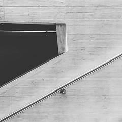 Geländer auf Sichtbeton (manganite) Tags: ifttt instagram manganite mobile andrography squareformat