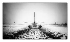Piste glissante ! (Jean-Louis DUMAS) Tags: plane avion neige ice aéroport airplane bw snow black blackandwhite blackwhite noretblanc blackwhitephotos noiretblanc noirblanc monochrome fog foggy brouillard mist