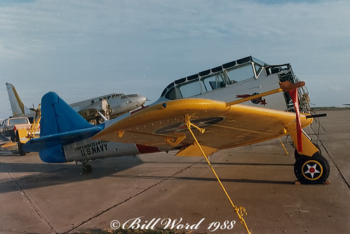 North American SNJ-4 Texan Thankful Moments cn88-13517 USN 27821 N7024C painted as Fighting Six a