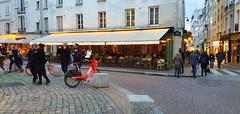 296 Paris Novembre 2019 - Place de la Contrescarpe rue Mouffetard (paspog) Tags: paris france ruemouffetard novembre november 2019 placedelacontrescarpe