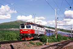 Connex Rc5 1328 on a Narvik - Kiruna passenger train in Swedish Lapland on 2 July 2006 (Trains and trams eveywhere) Tags: sj asea swedishstaterailways electric locomotive trains railways scandinavia swedishrailways kiruna lapland rc5 fells vaara connex