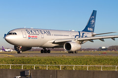 B-5908, Airbus A330-243, China Eastern Airlines (Skyteam livery) (Freek Blokzijl) Tags: b5908 airbus a330243 widebody chinaeastern skyteam departure vertrek taxiway winterlight afternoon schiphol haarlemmermeer eham ams luchthaven airport planespotting vliegtuigspotten spottinglocation canon eos 7d 70200f28isusm december2016 winterseason