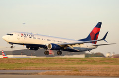 N919DU - 11/20/19 (jrf_aviation) Tags: aviationphotography commercialaviation commercialairline airliner delta deltaairlines sunset landing katl evening boeing boeing737 boeing737900 boeing737900er b737 b737900 b737900er 737 737900 737900er b739 b739er