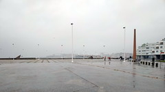 Cuando llueve (Micheo) Tags: spain lluvia rain gris puertodegijon esplanadadelacuario