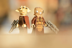 LEGO Ree-Yees and Zuckuss (weeLEGOman) Tags: lego star wars bounty hunter hunters reeyees zuckuss minifigure minifigures figbarf toy macro photography uk outdoors outside nikon d7100 105mm robert rob trevissmith weelegoman