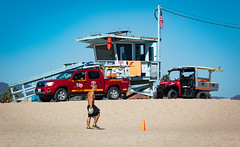LA Lifeguards (grab a pic) Tags: canoneos5dmarkiv canon eos 5d grabapic losangeles venice california unitedstatesofamerica usa man beach truck vehicle