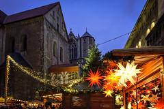 Unter dem Dom... (r.wacknitz) Tags: dom domplatz braunschweig niedersachsen weihnachtsmarkt xmasmarket nightphotography lightandshadow nikond5600 tamron1024 luminar18 vividstriking