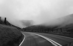 A487 Dolgellau - Tal-y-llyn (Rhisiart Hincks) Tags: ue eu ewrop europe eòrpa europa aneoraip a'chuimrigh kembra wales cymru kembre gales galles anbhreatainbheag 威爾斯 威尔士 wallis uels kimrio valbretland 웨일즈 велс niwl mist brumenn ceò laino lanbro ceobhrán slèibhte menezioù mendiak beanntan mynyddoedd bergen berge mountains hegyek góry hory landscape tirlun maezioù paisaje tírdhreach paisaia cruthtìre blancinegre duagwyn gwennhadu dubhagusgeal dubhagusbán blackandwhite bw zuribeltz blancetnoir blackwhite monochrome unlliw blancoynegro zwartwit