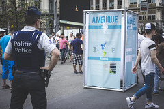 The American ideal. Brussels 1000, May 2016. (joelschalit) Tags: brussels belgium belgie belge police lawenforcement europe europeanunion eu street streetphotography documentary cops social ricoh pentax