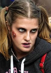 Don't dare ! (Edgard.V) Tags: paris zombie walk 2019 portrait retrato ritratto portraiture halloween peur medo female femelle femea femina monstre monster monstro maquillage make up maquillagem trucco horreur horror orrore