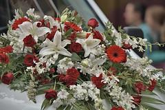 Vehicular Flower Bouquet (Scott 97006) Tags: bouquet car flowers parade vehicle hood beauty