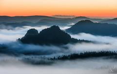 Morning fog in Rear Saxon Switzerland (Uwe Kögler) Tags: saxony sächsischeschweiz saxonyswitzerland lorenzstein weifberg felsen fog nebel nebelstimmung morgen morning misty morgenrot elbsandsteingebirge europa deutschland dämmerung