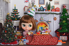 [Advent] - A Busy Season With Too Much Gift Wrapping (Moonrabbit_ly) Tags: christmas blythe dollhouse miniature rement rements barbie onesixscale