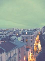 Voir la vie en vert (Robert Saucier) Tags: paris ciel sky rue street nuages clouds img1003 vudenhaut plongée