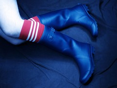 Aldi wellies (essex_mud_explorer) Tags: aldi navy wellington boots wellingtonboots wellingtons wellies rubber rubberboots gumboots rainboots gummistiefel rubberlaarzen bottes caoutchouc footballsocks socks stripedsocks
