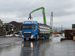 """NX17LYZ DAF XF, Flanagans loading for Liverpool (Mark Schofield @ JB Schofield) Tags: road transport haulage freight truck wagon lorry commercial vehicle hgv lgv haulier contractor scrap scrapyard yard metal processor merchant cast iron schofield linthwaite huddersfield """"jb schofield"""" """"metal merchants"""" recyclers recycling recyclers"""" steel copper """"schofield huddersfield"""" hooklift hookloader scraphandler sennebogen 825e 830e"""