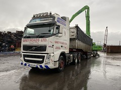 """DX13HPA Volvo FH  Greyroads loading for Liverpool (Mark Schofield @ JB Schofield) Tags: road transport haulage freight truck wagon lorry commercial vehicle hgv lgv haulier contractor scrap scrapyard yard metal processor merchant cast iron schofield linthwaite huddersfield """"jb schofield"""" """"metal merchants"""" recyclers recycling recyclers"""" steel copper """"schofield huddersfield"""" hooklift hookloader scraphandler sennebogen 825e 830e"""