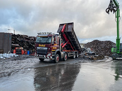 """SC68RAP DAF CF tipping SG pouring down fro breaking (Mark Schofield @ JB Schofield) Tags: road transport haulage freight truck wagon lorry commercial vehicle hgv lgv haulier contractor scrap scrapyard yard metal processor merchant cast iron schofield linthwaite huddersfield """"jb schofield"""" """"metal merchants"""" recyclers recycling recyclers"""" steel copper """"schofield huddersfield"""" hooklift hookloader scraphandler sennebogen 825e 830e"""