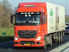 Mercedes-benz Actros MP4 streamspace small from Gebr. van Beek Holland. (capelleaandenijssel) Tags: 69bjv8 truck trailer lorry camion lkw netherlands nl eggs eieren