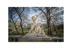 December Light in Vienna (My digital Gallery) Tags: burggarten vienna austria europe eu park innerestadt garden garten wien herbst herbstlicht ring december plastiken art putti