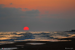 BUON GIORNO ! (Salvatore Lo Faro) Tags: natura nature mare sole spiaggia onde risacca rosso blu nuvole cielo rodi puglia italia salvatore lofaro nikon 7500