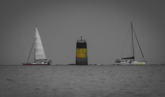 Crossing (Julien Bihan) Tags: bretagne finistère blackandwhite noiretblanc mer sea seascape landscape outside nature bateaux boats water canon