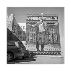 zorba • los angeles, california • 2018 (lem's) Tags: zorba painting mural fresque victor clothing anthony quinn los angeles paking lot california californie rolleiflex t