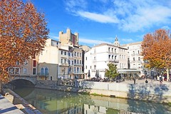 France, la Robine et le pont des marchands de Narbonne (Roger-11-Narbonne) Tags: noel narbonne aude ville languedoc place mairie hôteldeville canal robine pont