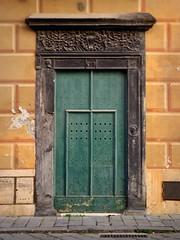fasti perduti (fotomie2009) Tags: finaleligure finale ligure liguria ponente porta door portale portone wood ardesia bassorilievo green pastel italy italia
