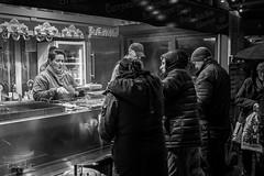 Weihnachts Markt (Daniel Jost Photography) Tags: 2019 allemagne berlin dj fujixpro2 fujixf23mmf2rwr germany lightroom bw black blackandwhite blanc nb noir noiretblanc photo photodenuit photoderue photographe picture street streetphoto streetphotography white