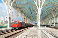 Im Lissaboner Orient (trainspotter64) Tags: railroad train tren eisenbahn railway zug bahnhof bahn treno trein spoorwegen vlak triebwagen portugal lisboa lissabon sbahn cp urbanos