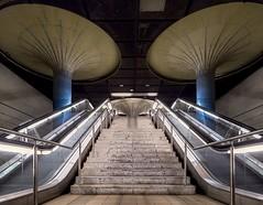 (majobu) Tags: ubahn fujix architektur alte oper frankfurt 1024 rolltreppe treppe säule pilz