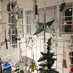 Presented by Madeline Ramsey, Unique Stained Glass (Del Ray Artisans) Tags: delrayartisans dra 2019 market event holidaymarket holidaymarket2019weekend2 madelineramsey uniquestainedglass