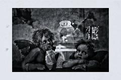 Du kannst uns nicht entkommen.... 2 (RadarO´Reilly) Tags: engel angels santa santaclaus weihnachten christmas colage weihnachtsmann putten sw bw schwarzweis blackwhite blanconegro monochrome noiretblanc zwartwit