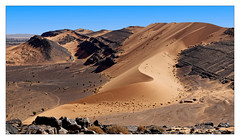 S (Jean-Louis DUMAS) Tags: maroc dune sable paysage landscape landscapes dreams nature ciel sky blue people cloud nuage dream trip travel traveler lanscapes landscapesdreams desert montagne rock rocher