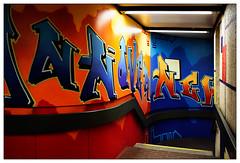 Zum Untergrund (frodul) Tags: ubahnstation graffiti graffito rot blau hannover untergrund
