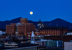 Roanoke Christmas Moon 2019 (Terry Aldhizer) Tags: full moon rising evening twilight december christmas roanoke virginia mountain read higher education center hotel terry aldhizer wwwterryaldhizercom jupiter rocket norfolk southern blue ridge mountains