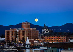 December Moon Roanoke 2019 (Terry Aldhizer) Tags: full moon rising evening twilight december christmas roanoke virginia mountain read higher education center hotel terry aldhizer wwwterryaldhizercom jupiter rocket norfolk southern blue ridge mountains city