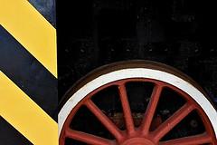 GRAFISMI IN ACCIAIO (ADRIANO ART FOR PASSION) Tags: locomotiva ruota grafismi acciaio raggi nikon nikond7200 18200 museodellalocomotivasavigliano savigliano provcuneo piemonte particolare dettaglio 28mm