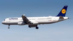 Airbus A321-131 D-AIRU Lufthansa (William Musculus) Tags: fraport frankfurt am main rhein frankfurtmain fra eddf airport flughafen spotting aviation plane airplane william musculus dairu lufthansa airbus a321131 a321100 lh dlh